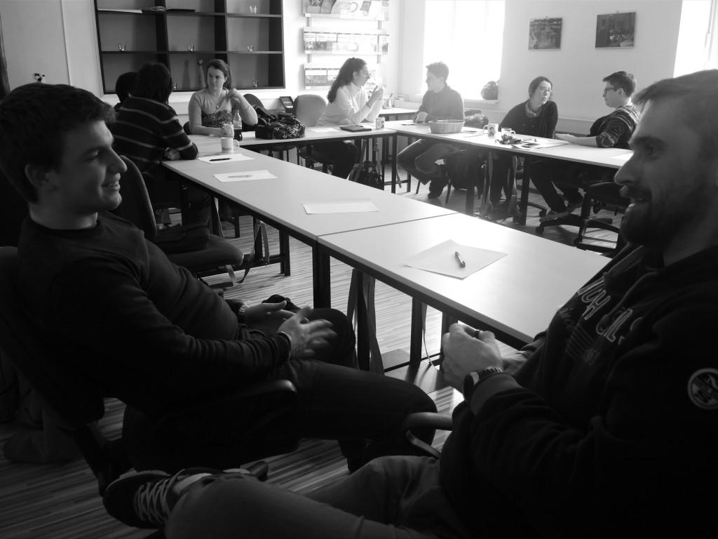 Dialog med mladimi