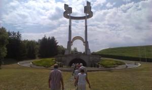 V Spominskem parku na Teharjah
